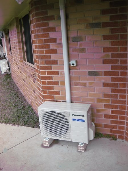 very poor air conditioner installation example. Compare that to our installations AC Expert Brisbane 5th star reference